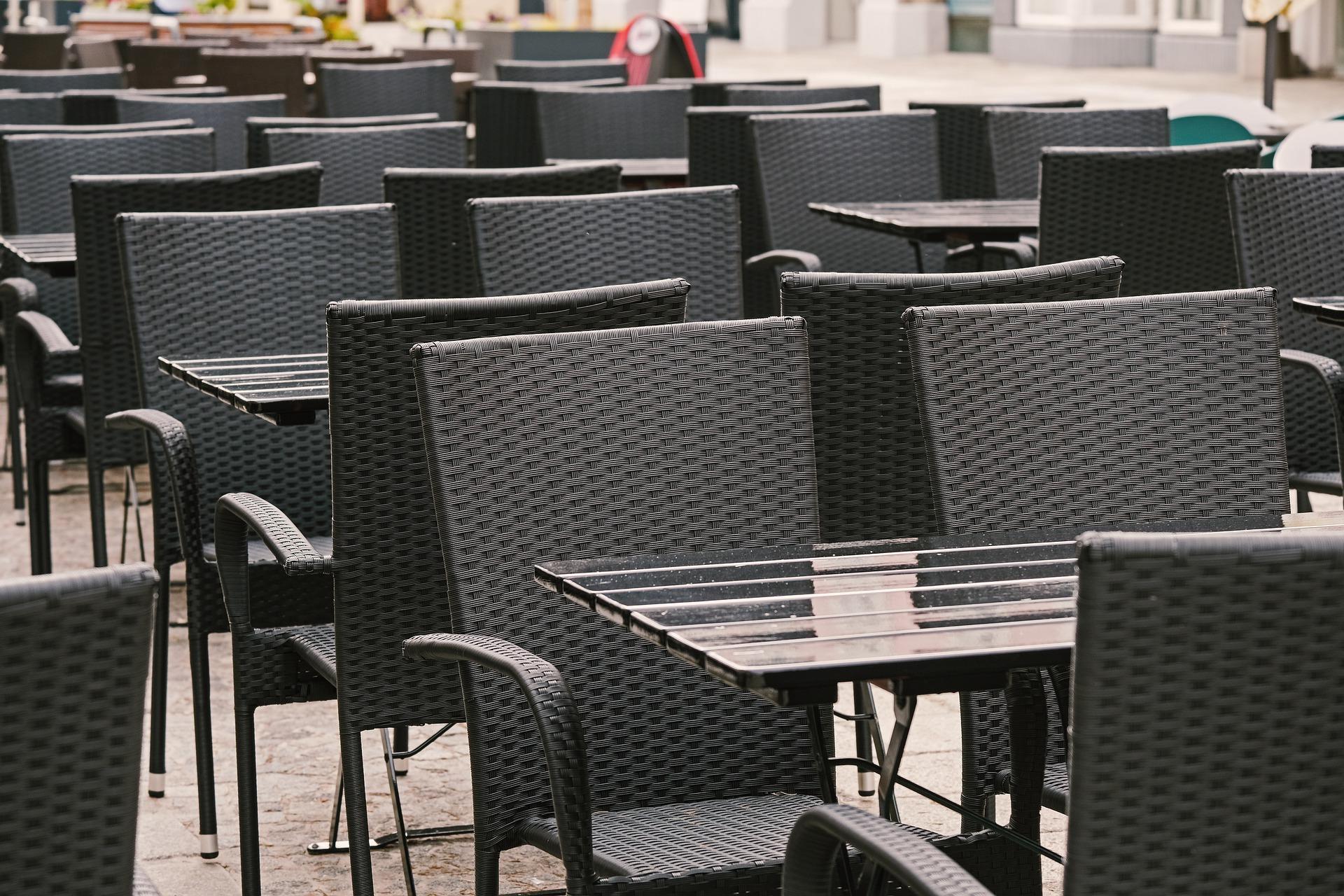 Restauracje, puby i bary zamknięte przez dwa tygodnie. Jedynie jedzenie na wynos.