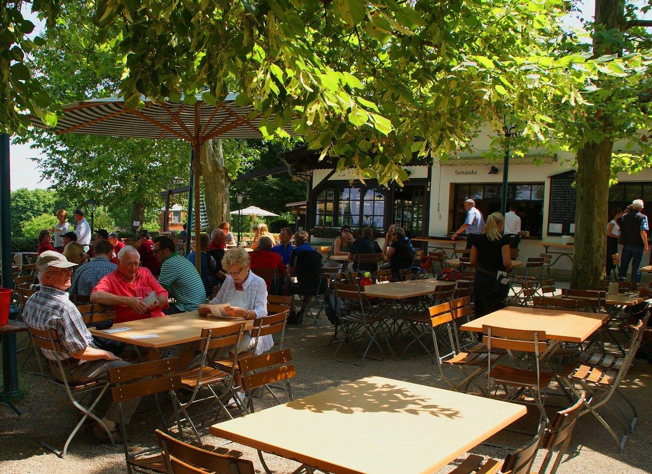 Kolejne kraje w Europie otwierają ogródki restauracyjne