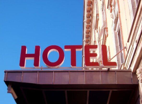 GUS: W 2020 r. prawie 2/3 turystów zatrzymało się w hotelach
